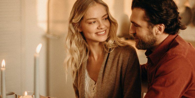 zakochani - romantyczna kolacja - najlepsze naturalne afrodyzjaki