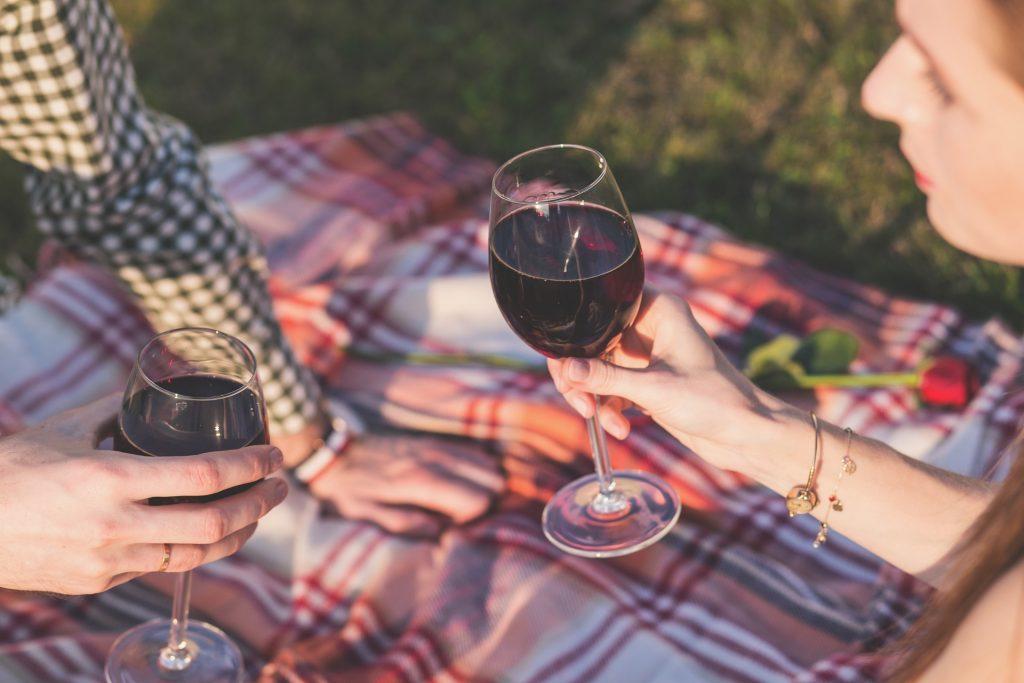kolacja z winem - czy alkohole sa afrodyzjakami